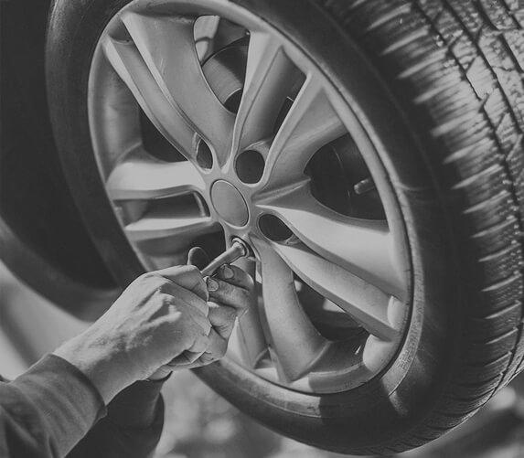 Tip Top Auto Repairs img-parallax01-img01 home testimonial16